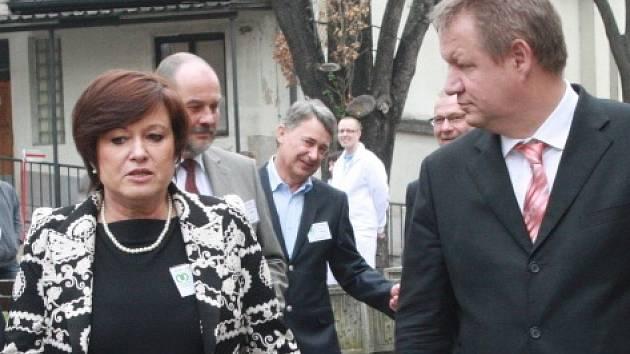Bývalá jednatelka nymburské nemocnice Alice Opočenská na konci března přivítala ministra zdravotnictví Svatopluka Němečka.