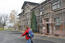 Oprava nádražní budovy v Kostomlatech nad Labem.