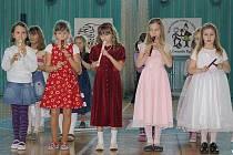 Děti plesaly, vystupovaly a vnímaly slavnostní atmosféru po svém.