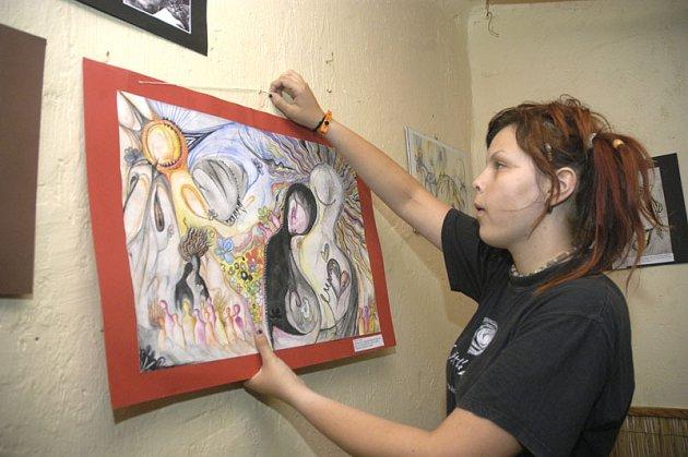 Sedmnáctiletá nymburská výtvarnice Lucie Trejbalová.