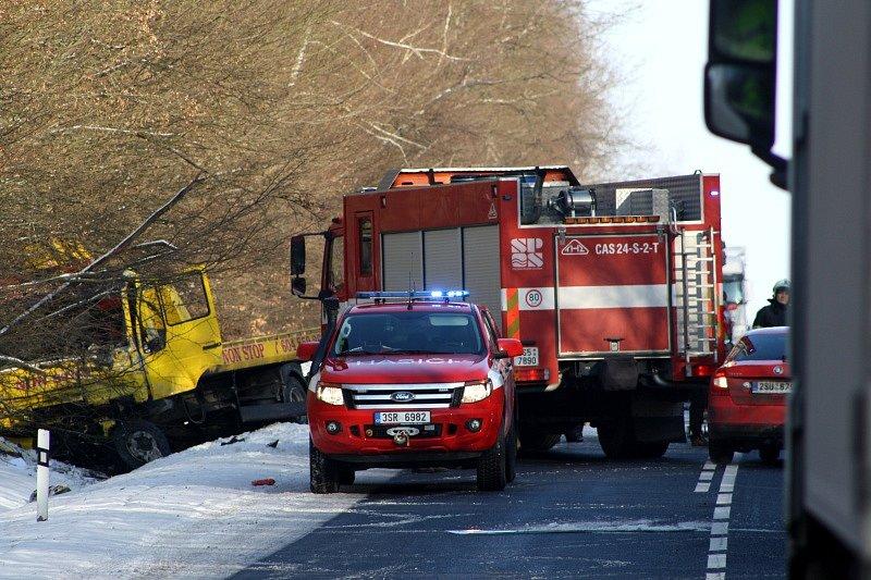 Nehoda u Nouzova si vyžádala život řidiče Škody Felicia.