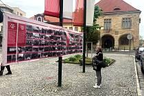 Výročí konce války připomíná výstava na nymburském náměstí.