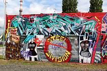 První zastávkou festivalu Město = Galerie byla uplynulý víkend Lysá nad Labem, kde umělci dostali k dispozici stěnu za Penny Marketem.