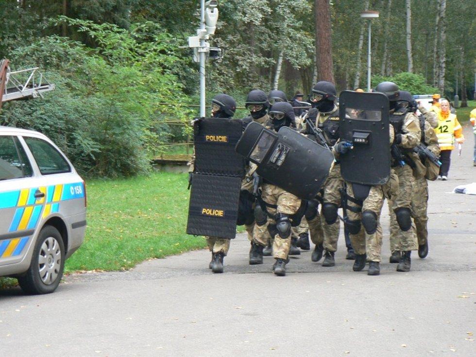 Cvičení proti teroristům v roce 2013 v areálu Školního policejního střediska v Sadské.