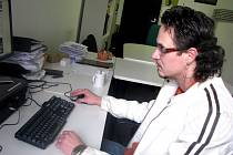 Manažer cirkusu Jo-Joo Patrik Joo při on-line rozhovoru v redakci Nymburského deníku.