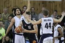 Z basketbalového utkání Mattoni NBL Poděbrady - Děčín (88:94)