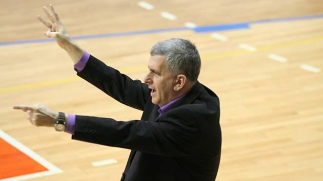 Trenér nymburských basketbalistů Muli Katzurin