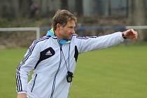 Návrat. Fotbalový trenér Luboš Vondra se vrací na místo činu. Po dvou letech se vrátil do Pátku