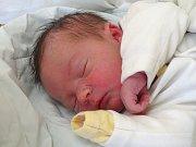 TOMÁŠ VÍŠEK se narodil 31. 12. 2017 v 11.17 hodin s výškou 50 cm a váhou 3 290 g. Z prvorozeného se radují rodiče Jakub a Anna z Hořátve.