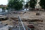 Stav na stavbě kruhových objezdů v pondělí 3. srpna půl hodiny po poledni.