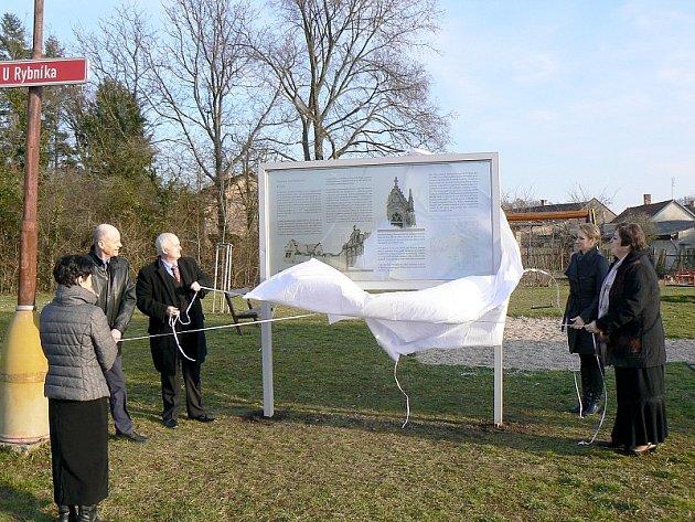 V Kluku odhalili pamětní desku a zasadili jubilejní lípu