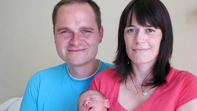 V PODĚBRADECH SE RADUJÍ Z PRVOROZEŇÁTKA. Daniel Urban se rodičům Markovi a Ivetě narodil v pondělí 28. června v 17.33 hodin. Prvorozený měřil 48 cm a vážil 2570 g. Kluka předem čekali.