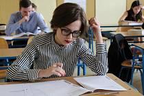 První květnový týden se nese ve znamení dalších písemných zkoušek, které jsou součástí společné části maturit v jarním zkušebním období.