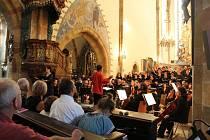 Z koncertu sboru Vox Nymburgensis v chrámu sv. Jiljí v Nymburce.