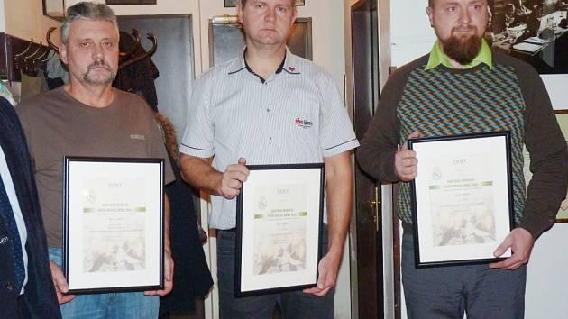 Ladislav Češpiva (vlevo) z nymburského pivovaru po převzetí ceny Pivní speciál roku 2016.