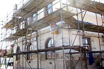 V Městci Králové zateplují kulturní dům, udělají i schody do vinárny zvenčí.