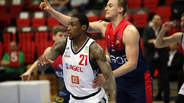 Z basketbalového utkání Nymburk - Brno (95:57)