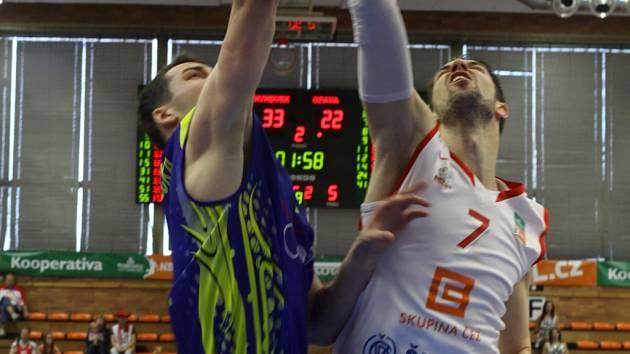 Z basketbalového semifinále NBL Nymburk - Opava (77:66)