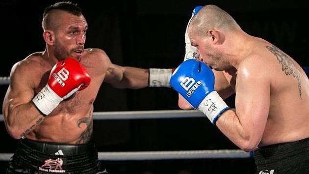 Boxerská show v kongresovém centru v Poděbradech na Kolonádě.