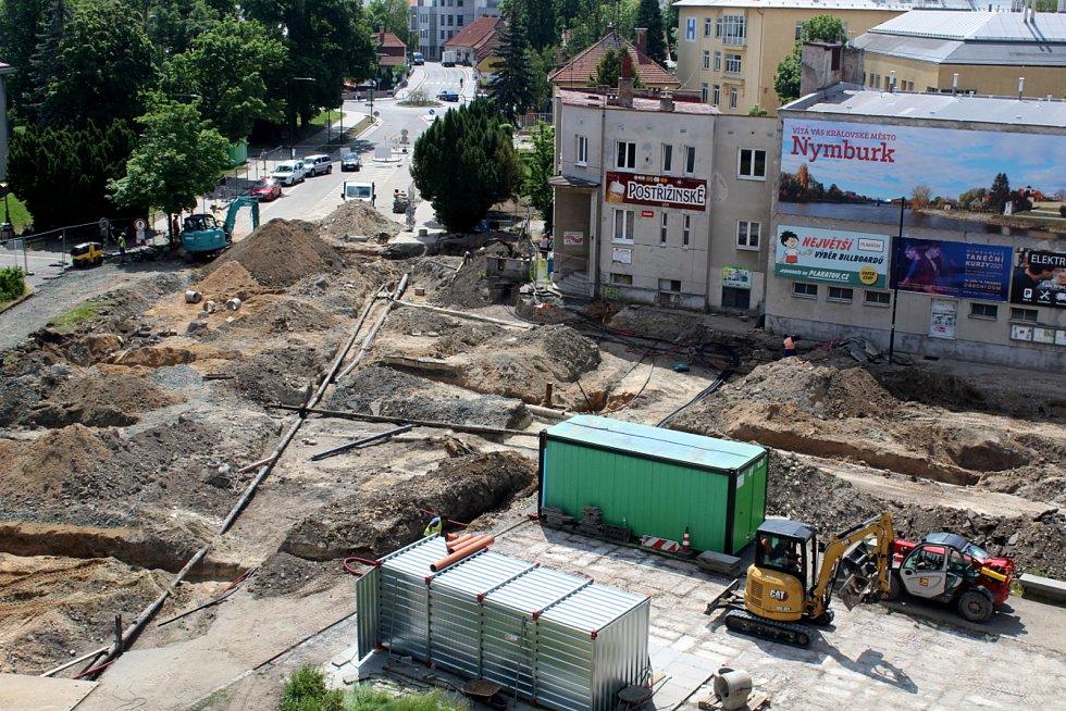 Stavba kruháku v Nymburce pohledem ze čtvrtého patra.