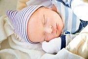 TOMÁŠ MIKOLÁŠIK se narodil 29. prosince 2018 v 16.18 hodin s mírami 48 cm a váhou 3 330g. Pro maminku Janu a tatínka Tomáše je očekávaný syn prvním přírůstkem do rodiny a společně odjeli do Úmyslovic.