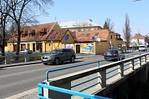Mostek přes Malé Valy, který se stejně jako ten za ním přes Velké Valy se začne opravovat.