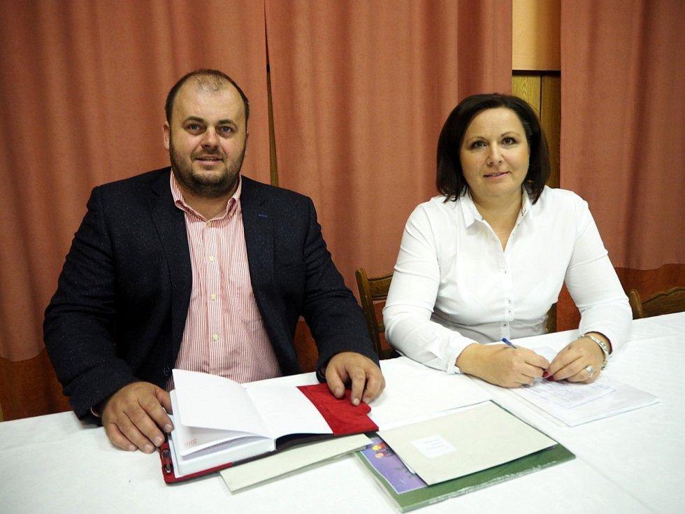Starostka Iveta Myšková a místostarosta Miroslav Tomáš.