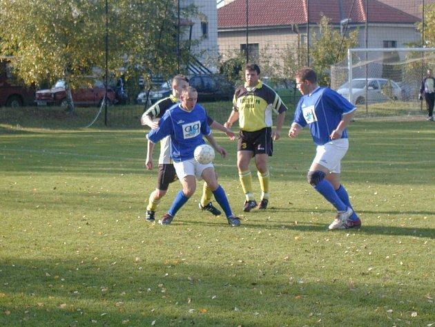 Fotbalisté Kounic získali potřebné tři body za výhru nad Pečkami.