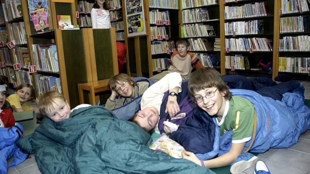 Páteční noc stráví děti v knihovnách a školách na Noci s Andersenem.
