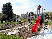 Hned několik dětských hřišť v Poděbradech aktuálně doznává poměrně viditelných změn.