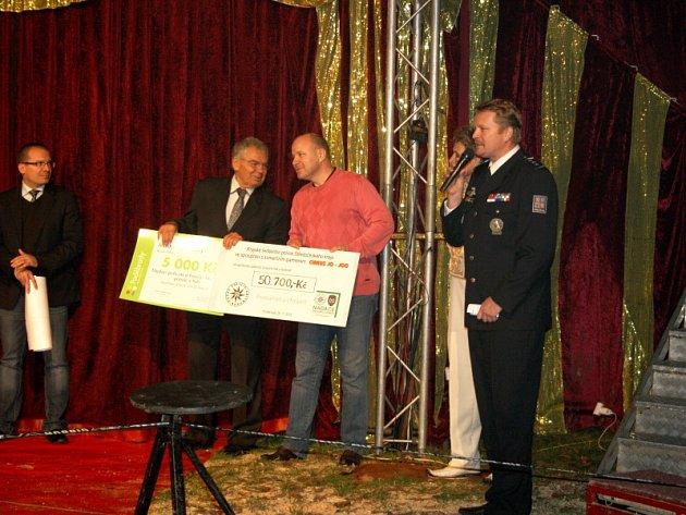 Charitativní představení pro Nadaci policistů a hasičů představil v Poděbradech cirkus Jo - Joo