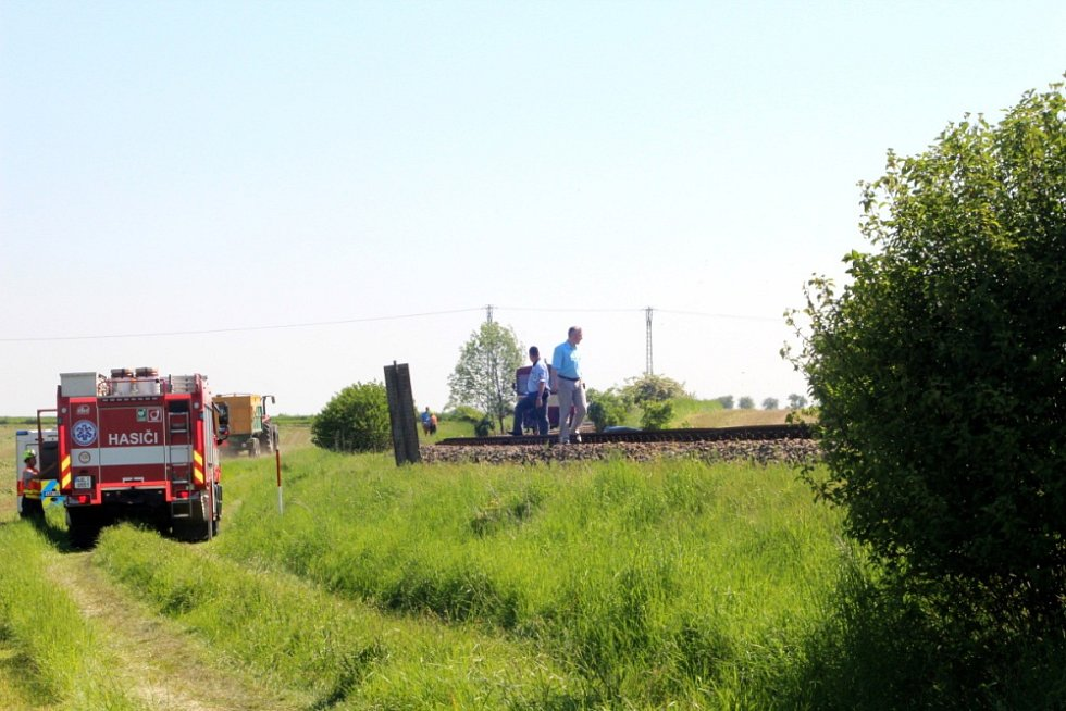 Tragédie se stala v pátek po deváté hodině ráno zhruba 300 metrů od železničního přejezdu ve Všechlapech. Osobní vlak směřující z Nymburka do Městce Králové usmrtil dvaasedmdesátiletou ženu.