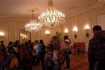 Pražský hrad si přijeli prohlédnout také školáci ze Sadské na Nymbursku.