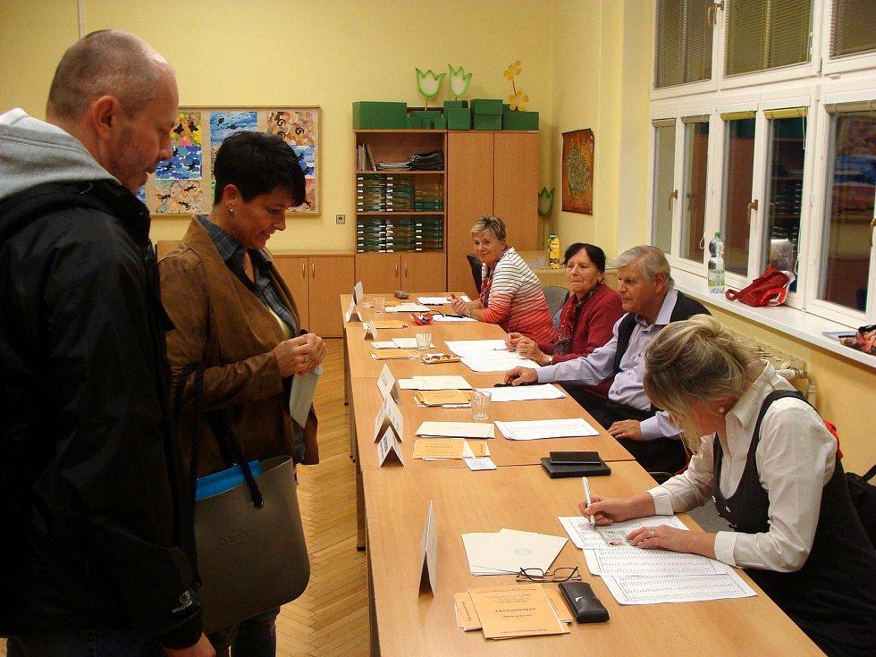 Průběh voleb byl na několika místech zkontrolovat i starosta Ladislav Langr, který kandidoval za sociální demokracii, ale do parlamentu se nedostal. Zajímavé je, že v Poděbradech zůstali komunisté pod hranicí volitelnosti, tedy pod pěti procenty.