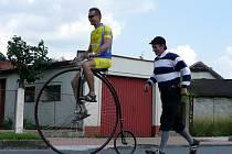 Jiří Zach se po jednom závodě naučil jezdit i na vysokém kole.
