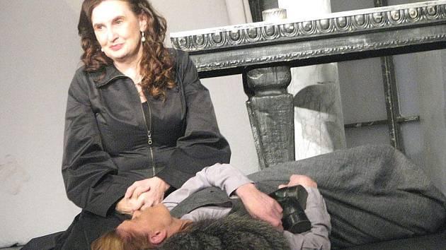 Eva Holubová v roli baronky v poděbradském divadle