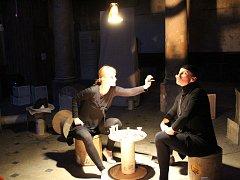 Komorní představení Od Madlenky k Madle je příběhem o dobrých rukách ve zlé době.