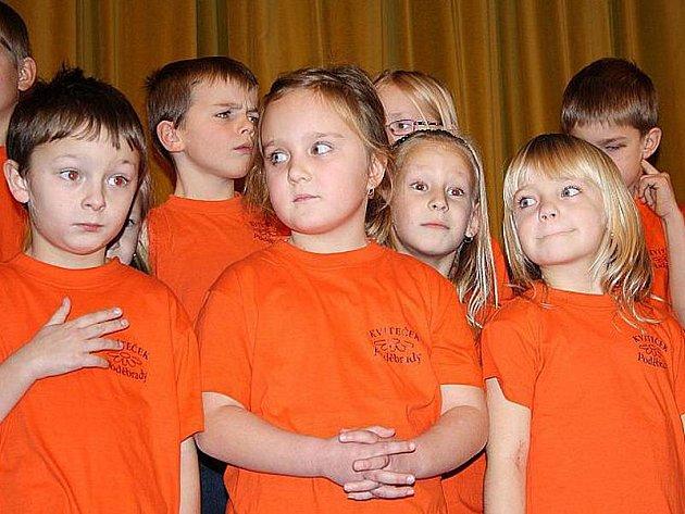 Poděbradské sbory Kvíteček a Kvítek připravily krásný vánoční program pro koncert v divadle Na Kovárně.