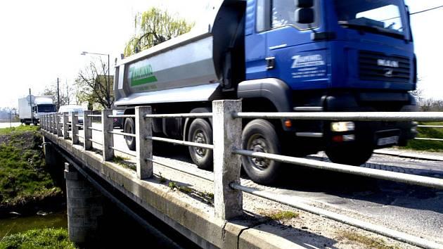 Mrlinský most má zavřít na tři měsíce