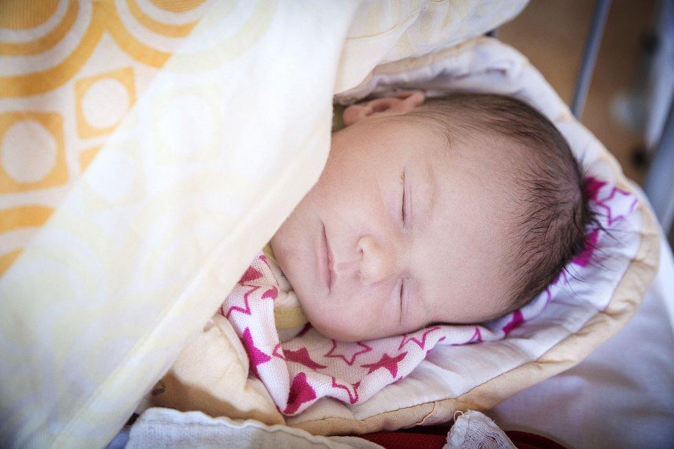 NINA JALČOVÁ se narodila 16. března 2019 v 8.09 hodin s délkou 49 cm a váhou 3 410 g. Maminka Petra a tatínek Milan se z holčičky radují doma v Lysé nad Labem.