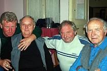 Bývalí hokejisté z Píst měli sraz v hospodě U Kyselů.
