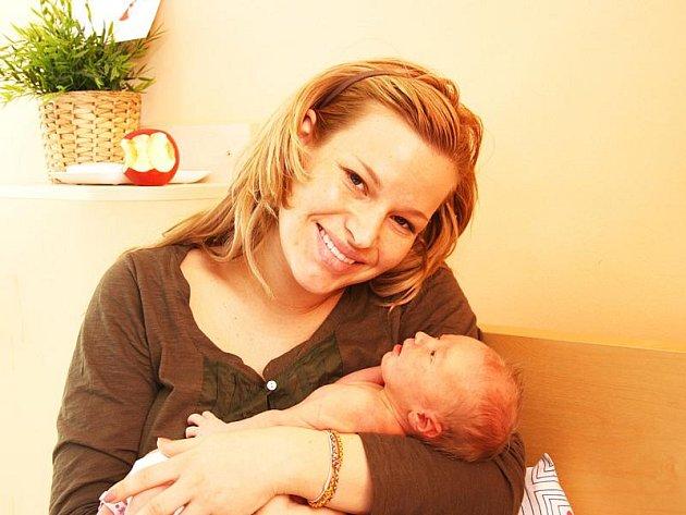 RÁCHEL JE S MAMINKOU PETROU DOMA V PRAZE. Ráchel Svoboda se rodičům Petře a Janovi narodila v nymburské porodnici v sobotu 5. března 2011. Prvorozená a předem prozrazená holčička přišla na svět v 11.02 hodin s mírou 47 cm a váhou 2840 g.