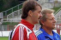 Fotbalový trenér František Šturma (vlevo) stál několik sezon po boku Vlastimila Petržely. Nyní se vydal vlastní cestou