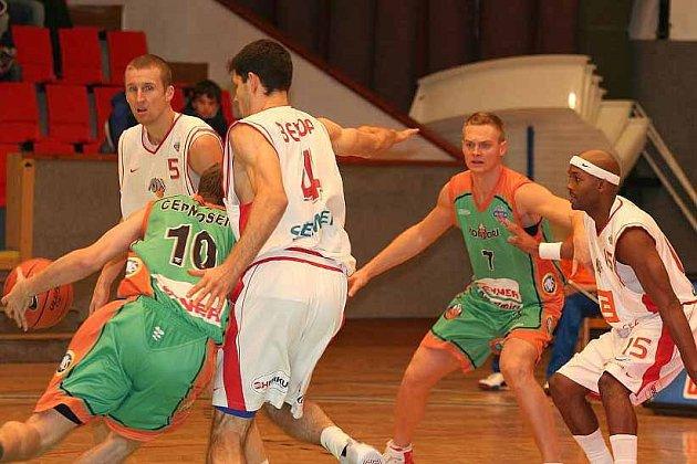 Basketbalisté Nymburka vyhráli v boleslavské hale nad libereckými Kondory