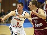 Basketbalisté Nymburka (v bílém) hráli další utkání Ligy mistrů na své palubovce s týmem Lietkabelis Panevežys.