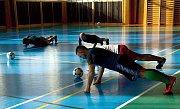SOUSTŘEDĚNÍ. Fotbalisté Slovče, účastník třetí třídy, si vyzkoušeli, jaké to je být profesionálním fotbalistou a zažili náročný tréninkový dril na horách.      č