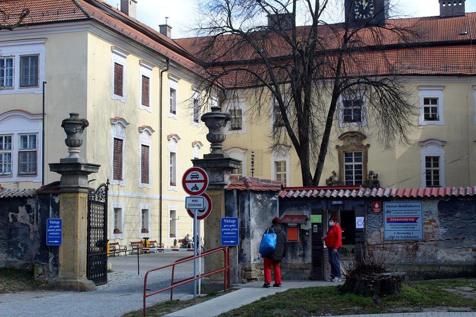 Domov pro seniory v Rožďalovicích, zámek.