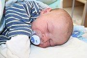 VLADIMÍR JE ČTVRTÝ V RODINĚ. Vladimír Doubek se narodil do rodiny Marcely a Vladimíra z Nymburka jako čtvrté dítě 9. října 2013 v 15.08 hodin. Vážil 4 400 g a měřil 52 cm. Doma se na něj těšili Hanička, Honzík a Kuba.