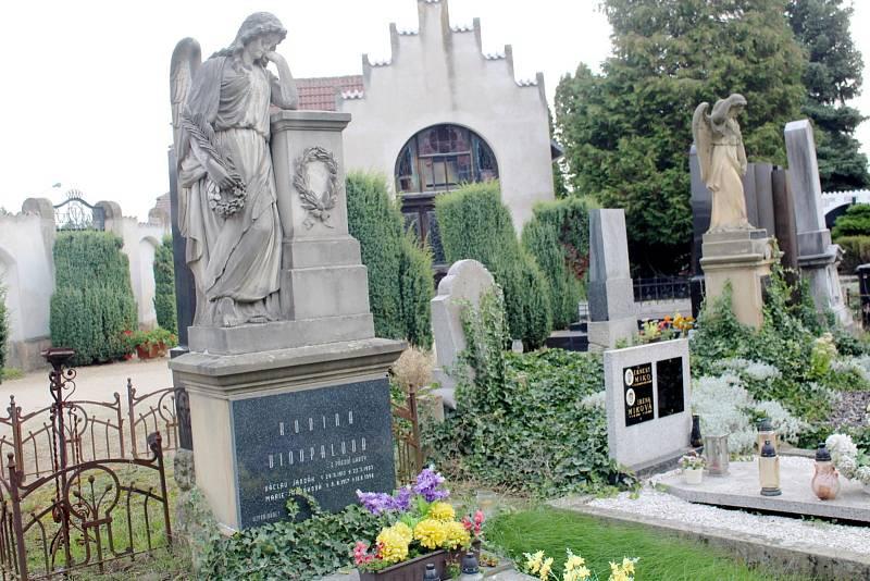 Poděbradský hřbitov v době nástupu nového správce Jana Čejky.