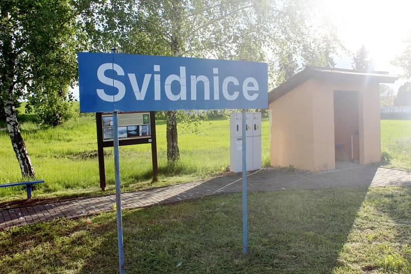Zastávka ve Svidnici.